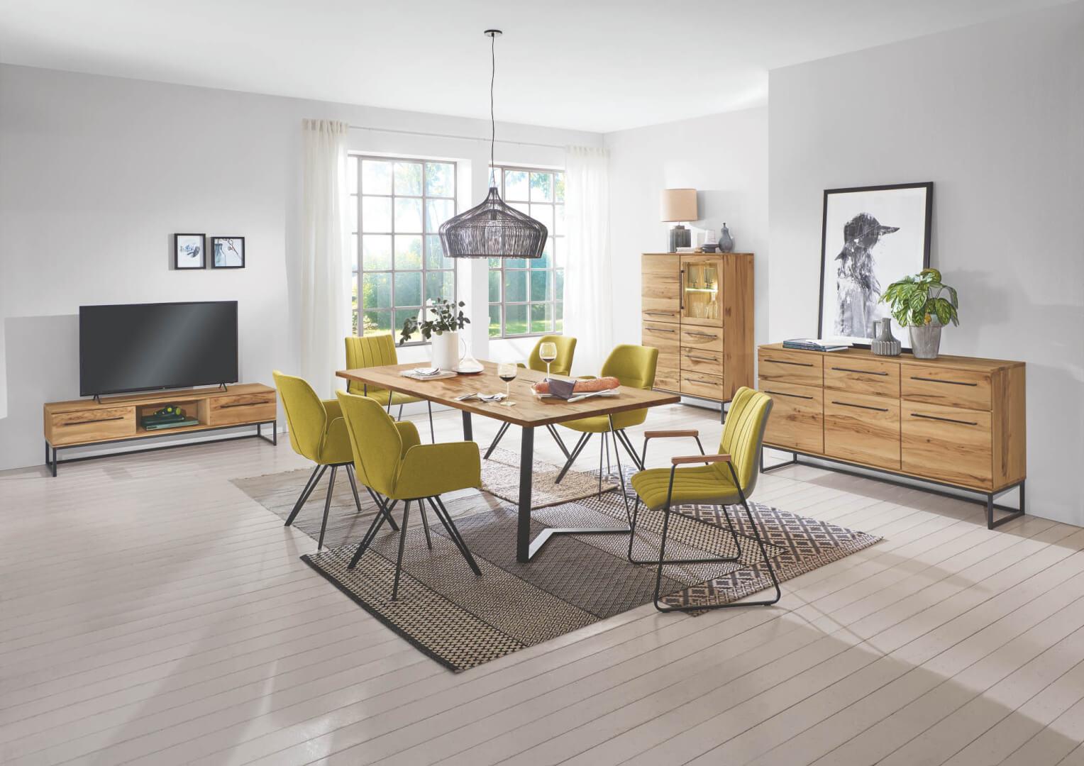 Design-Armlehnenstuhl mit Flachstahl Gestell
