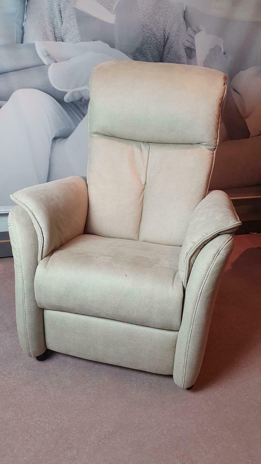 AP12 - TV Sessel mit motorischer Verstellung