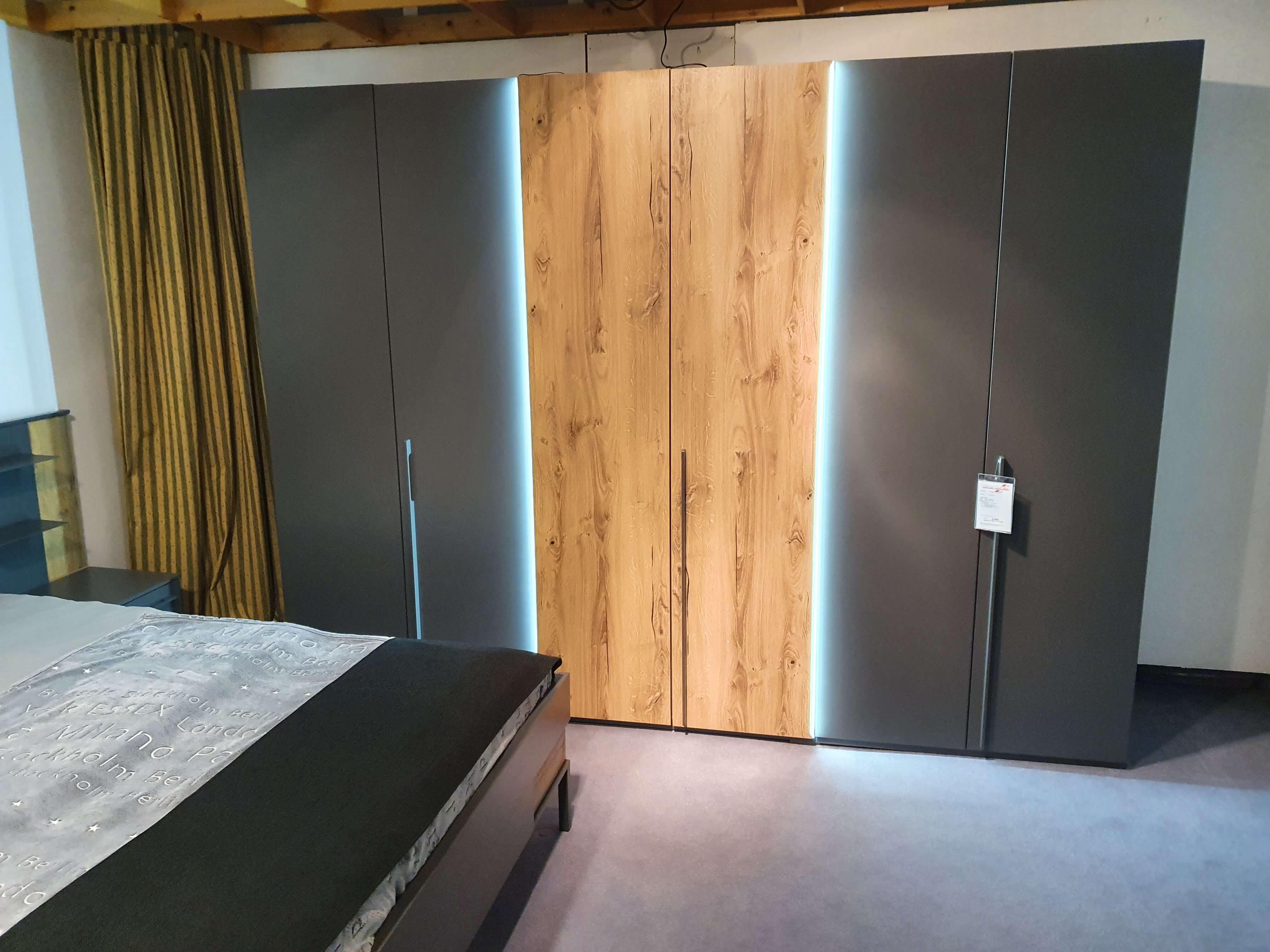 VALETTA Schlafzimmer   Kleiderschrank Bettanlage Nachtkonsolen Beleuchtung